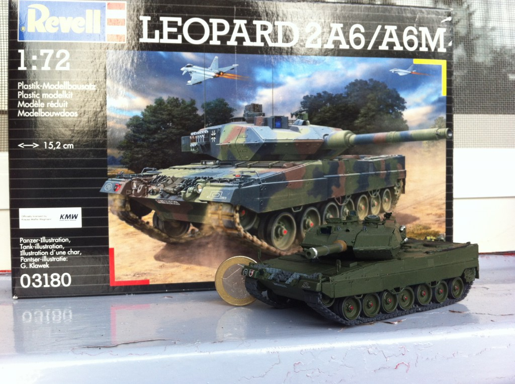 Revell Leopard 2 tank model in 1:72 scale, picture 1